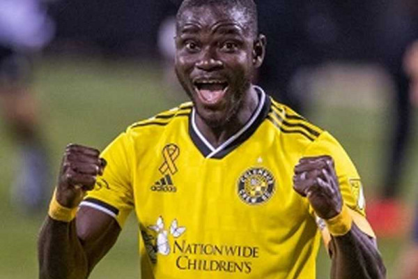 Jonathan Mensah extends contract with Columbus Crew